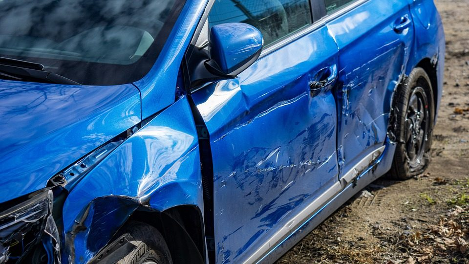 What are Pros and Cons of Car Dent Repair? - Post Thumbnail